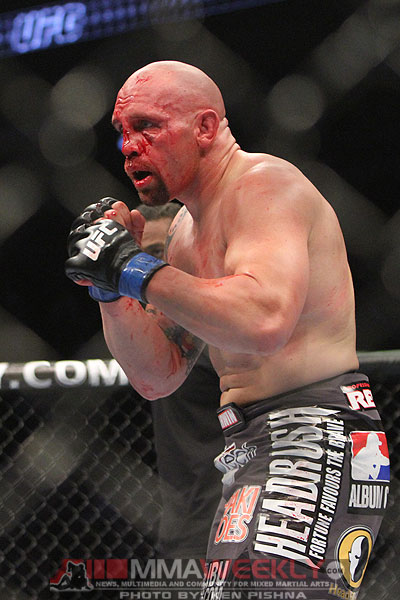 junior-dos-santos-vs-shane-carwin-ufc-131-0042