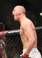 thumbs_travis-browne-stefan-struve-003-ufc-130