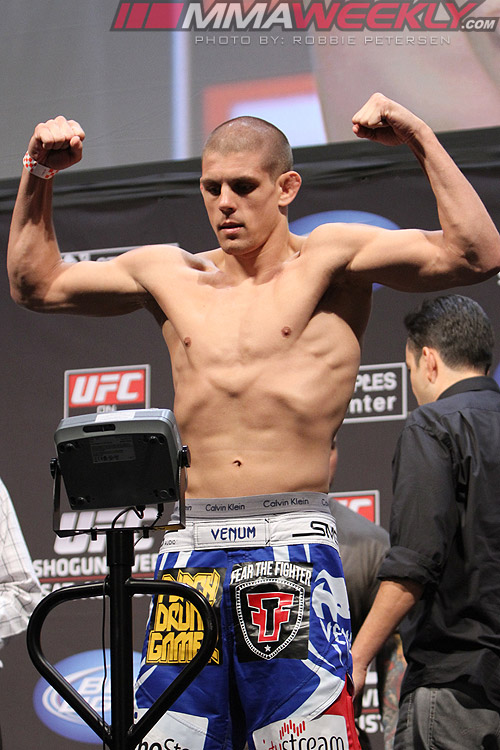 07-joe-lauzon-ufc-on-fox-4-w