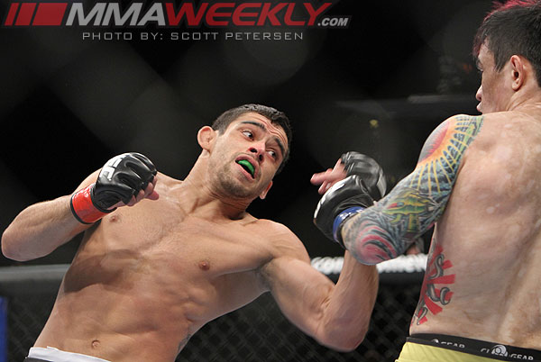 Renan Barao vs Scott Jorgensen at UFC 143