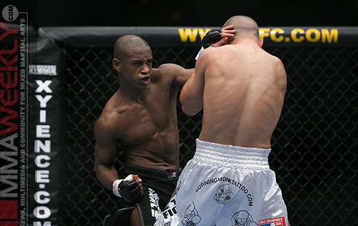 Yves Edwards and Mark Hominick at UFC 58