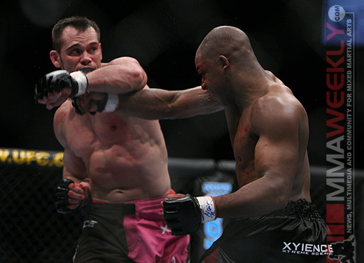 Rich Franklin and David Loiseau at UFC 58