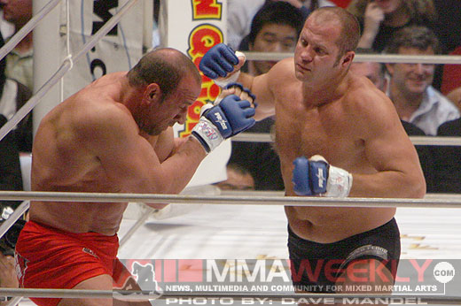 Fedor Emelianenko defeats Mark Coleman at Pride 32