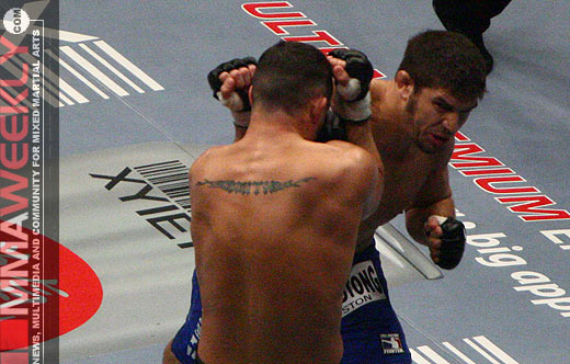 Patrick Cote defeats Scott Smith at UFC 67