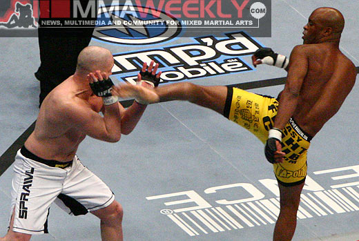 Anderson Silva defeats Travis Lutter at UFC 67
