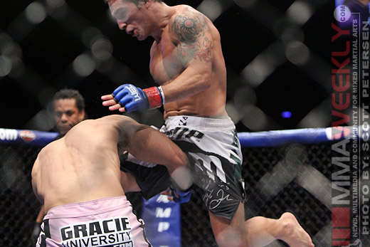 Chad Mendes lands the flying knee on Javier Vazquez WEC 52