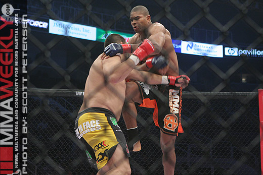 Alistair Overeem kneeing Paul Buentello to win the Strikeforce heavyweight title.