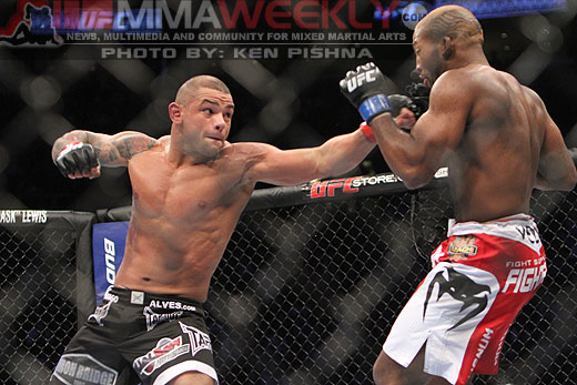 Thiago Alves and John Howard at UFC 124