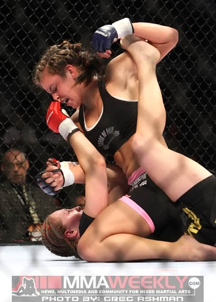 Miesha Tate and Elaina Maxwell - Strikeforce