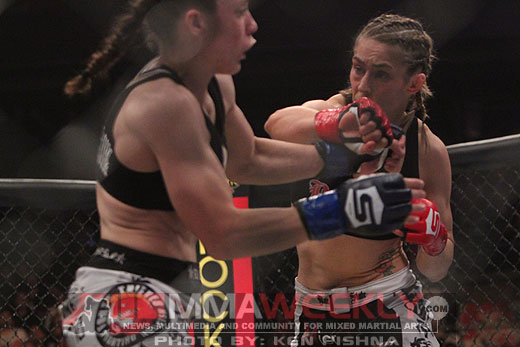 Marloes Coenen and Liz Carmouche battle at Strikeforce