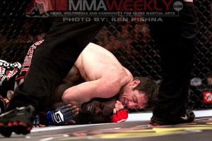 Tim Kennedy submits Melvin Manhoef at Strikeforce