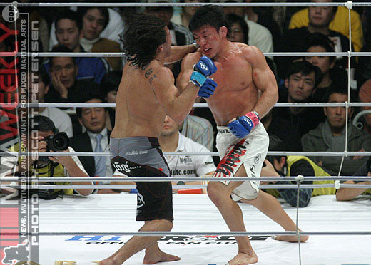 Gilbert Melendez and Tatsuya Kawajiri throwing down at Pride Shockwave