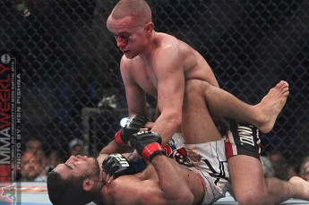 Mark Hominick ground and pounding Jose Aldo in round five