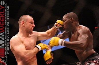 James Zikic cracks Rodney Favorus at Cage Rage 26
