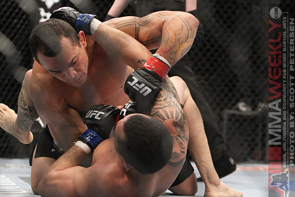 Gleison Tibau dropping bombs