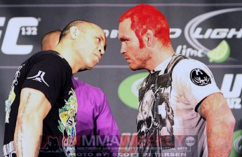Wandelei Silva and Chris Leben at the UFC 132 presser