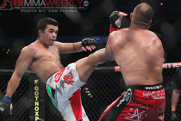 machida-vs-couture-ufc-129-9780