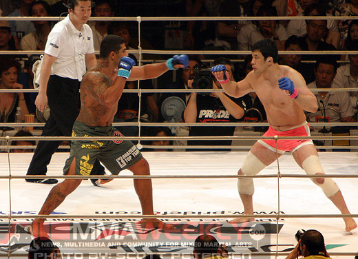 Ricardo Arona and Sakuraba at Pride Middleweight Grand Prix 2005