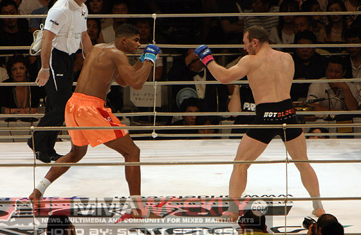 Alistair Overeem and Igor Vovchanchyn at Pride Middleweight Grand Prix 2005