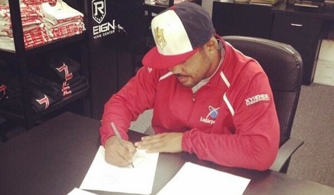 Mark Munoz signing UFC contract