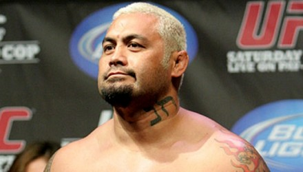 33-Mark Hunt UFC 119_weigh-750x370