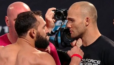 Johny-Hendricks-vs-Robbie-Lawler-UFC-171-weigh-750