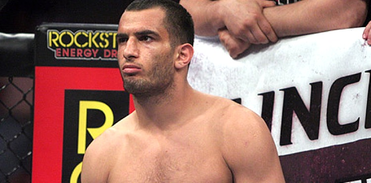03-Strikeforce20_LawalMousasi-750