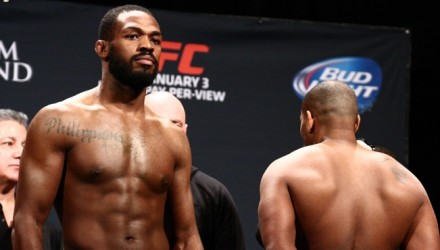 Jon Jones vs Daniel Cormier w_1679-750