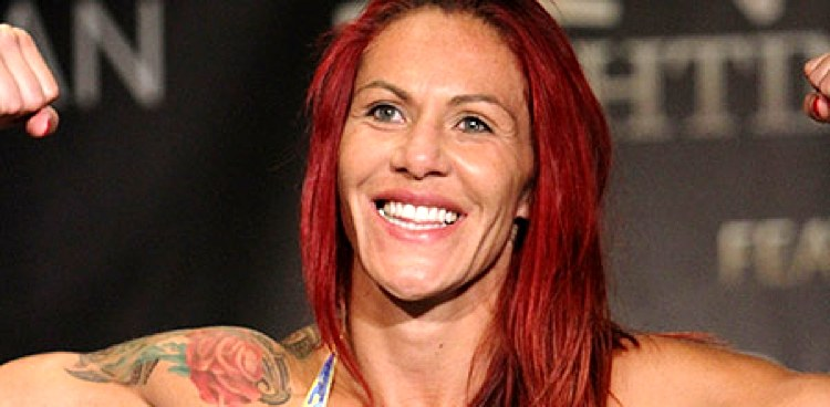 02-Cris-Cyborg-Invicta-FC-13-weigh-750