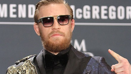 Conor-McGregor-UFC-189-Belt-03-750x370