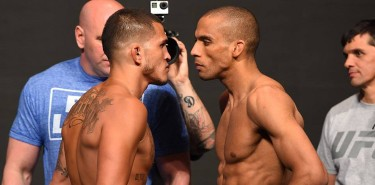 pettis-barboza-ufc197-weigh-750
