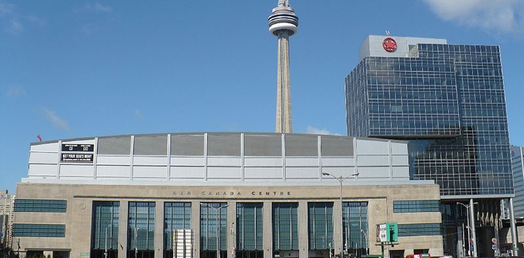 ACC_on_Bay_St_and_CN_Tower-750