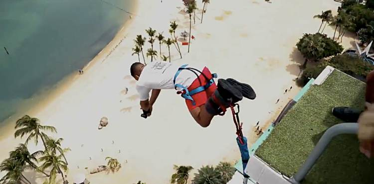 Kevin Lee - Bungee Jump in Singapore