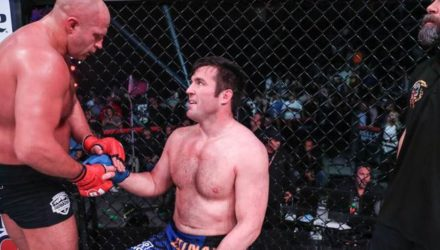 Fedor Emelianenko shakes with Chael Sonnen at Bellator 208