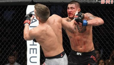 Anthony Pettis knocks out Stephen Thompson