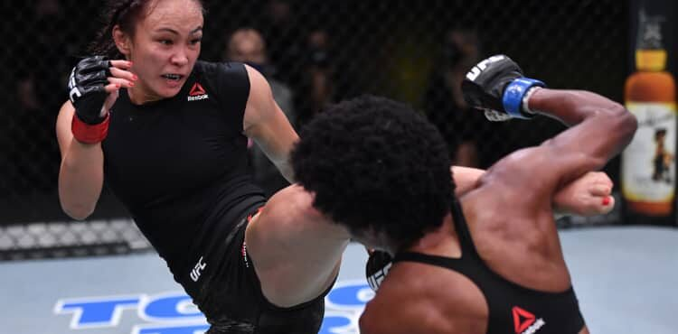 Michelle Waterson frappe Angela Hill à l'UFC Vegas 10