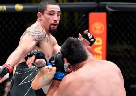 Robert Whittaker kicks Kelvin Gastelum at UFC Vegas 24